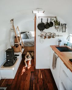 Little Camper Van interior ideas for the small purse .- Little Camper Van furnishing ideas for the small budget 34 HOMEFULIES - Small Camper Vans, Small Campers, Diy Camper, Rv Campers, Camper Trailers, Camper Life, Best Camper, Boler Trailer, Bus Living