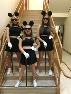 last minute halloween costumes. Think i might do this with my friends for halloween. Also is a great last minute costume idea, i know that i have everything in this picture somewhere in my house. Best Friend Halloween Costumes, Friend Costumes, Last Minute Halloween Costumes, Cute Costumes, Halloween Outfits, Girl Costumes, Halloween Costumes Three People, Group Costumes For Girls, Costume Ideas For Friends