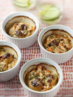 crême fraîche, champignon de Paris, farine, margarine, oignon, crevette rose, ail, persil, noix de saint-jacques, vin blanc
