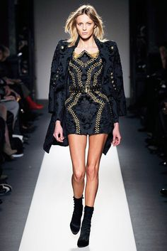 Balmain Fall 2010 Ready-to-Wear Fashion Show - Anja Rubik