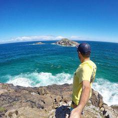 Visual fantástico do fim da trilha no Pontal do Atalaia que parte da Praia Grande em Arraial do Cabo.