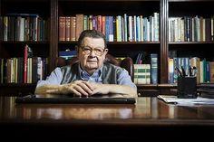 Antonio Delfim Netto em seu escritório, em SP