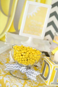 Kara& Party Ideas You are my Sunshine Summer Gender Neutral Baby Shower Planning Ideas Baby Shower Themes Neutral, Baby Shower Yellow, Baby Yellow, Mellow Yellow, Color Yellow, Baby Shower Centerpieces, Baby Shower Decorations, Babyshower, Sunshine Baby Showers