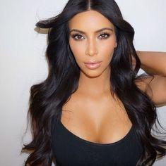 Kim Kardashian looks amazing Kim Kardashian Sexy, Estilo Kardashian, Kardashian Jenner, Kylie Jenner, Kardashian Fashion, Kardashian Family, Long Black Hair, Dark Hair, Kim K Black Hair