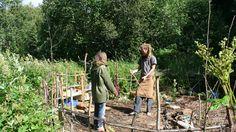 """Alternativt liv - Nå lever de av maten de finner i naturen og """"ubrukelig"""" mat som matvarebutikkene kaster i søppelcontainerne. - Foto: Martin Andersson / NRK"""
