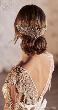 Featured Wedding Dress and Hair Accessory: Anna Campbell; Latest Eternal Heart C… Featured Wedding Dress and Hair Accessory: Anna Campbell; Wedding Hairstyles For Long Hair, Elegant Hairstyles, Bride Hairstyles, Vintage Hairstyles, Easy Hairstyles, Bridal Headpieces, Bridal Hair, Jenny Packham, Anna Campbell Bridal