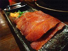 燒乳豬 - amazing whole crispy suckling pig, cooked to order in Kowloon City.