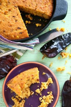Smoky Hatch Chile Skillet Cornbread Recipe {Gluten-Free} – weekend recipes
