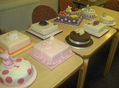 Student cakes after a class with Rose-Maries Cakes & Sugarcraft - aren't they great?
