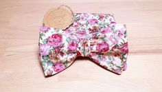 Papillon beige a fiori rosa e rossi con fazzoletto abbinato, fazzoletto beige a fiori rossi e rosa, papillon e fazzoletto floreale di SERENEhandmade su Etsy
