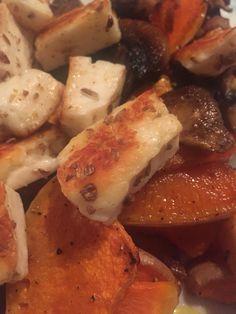 #Butternutsquash #haloumi #mushroom #dinnertime #happyroasting #roast #happyherbs #raselhanout #fennelseed #cumin #garlic #happyfoodforeverybody
