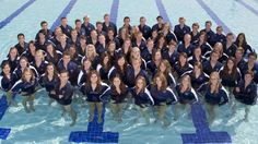 cute idea for a team picture! (BYU swim and dive team)