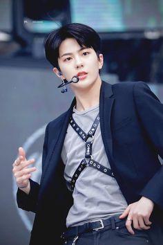 Jung Hyun, Korea Boy, Woollim Entertainment, Korean Boy Bands, Kpop Guys, Golden Child, K Idol, Celebs, Celebrities