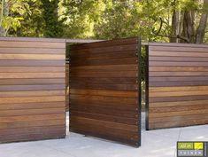 Most Inspirational Redwood Fence Designs Ideas To .- am meisten inspirierende Redwood Zaun Designs Ideen, um Ihren Hof Stil – Wohn Design Most Inspirational Redwood Fence Designs Ideas to Style Your Yard - Modern Wood Fence, Wood Fence Design, Modern Fence Design, Privacy Fence Designs, Wooden Fences, Wood Fence Gates, Rail Fence, Metal Fence, Dog Fence