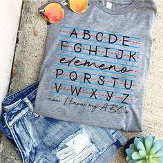 Teacher Clothes, Teacher Outfits, Teacher Gifts, Momma Shirts, Teaching Shirts, Cute Shirt Designs, Teacher Style, Classroom Design, Preschool Classroom