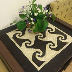 Snail Tail Table Topper Quilt 蜗牛尾巴小台布
