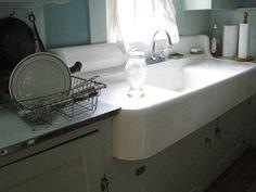 Farmhouse sink with drainboard