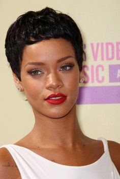 Rihanna Debuts New Cropped Pixie Haircut At The 2012 MTV VMA's. We knew someone would show off a new hairstyle tonight's and we're glad that it's Rihanna. Rihanna Looks, Rihanna Style, Beauty Make-up, Beauty Hacks, Hair Beauty, Flawless Makeup, Eye Makeup, Hair Makeup, Makeup Geek