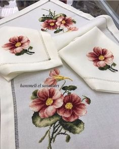 1 million+ Stunning Free Images to Use Anywhere Embroidery Bags, Crewel Embroidery, Embroidery Designs, Free To Use Images, Mini Cross Stitch, Crochet Tablecloth, Tiny Flowers, Bargello, Cross Stitching