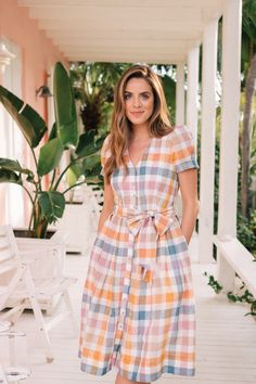Gal Meets Glam Collection Poppy V-Neck Plaid Button Front Midi Dress Spring Dresses, Spring Outfits, Easter Dresses For Women, Casual Frocks, Sunday Dress, Outfit Trends, Gal Meets Glam, Feminine Dress, Modest Dresses