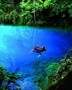 Top 10 most spectacular tourist places in the world: The blue hole in the island of Espiritu Santo, Vanuatu
