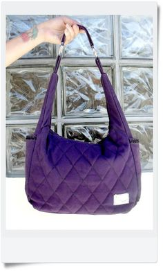 Beautiful bag,spacious, grape fabric color, with inner liner in nylon (semi-waterproof) zipper closure inside pocket and handles with rings. Made by hand.