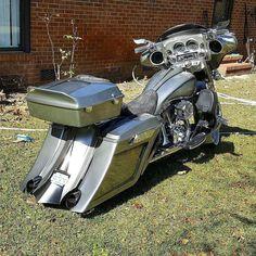 "Credit to @terrellthomas73 ===================== Follow & Tag ""HD Tourers and Baggers"" on Instagram Facebook Twitter & across the Web. ===================== #hdtourersandbaggers  ===================== #instamotogallery #instamoto #motorcycles #harleydavidson #roadkingclassic #roadking #roadglide #streetglide #softail #showoffmyharley #harleysofinstagram #harleylife #bikelife #bikersofinstagra #bikestagram  #motorcyclelife #harleyriders #customharley #throttlezone #harleydavidsonnation…"