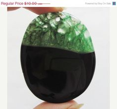 25 OFF SALE Beautiful Green Druzy Geode Agate Pendant by soyon, $7.50