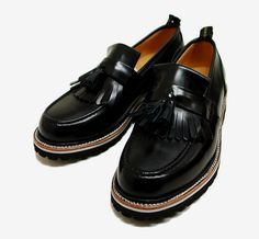 Black Patent Kilt Loafers with Tassels, 'Undercover' vibram loafers, Men's Fall Winter Fashion. Dream Shoes, Crazy Shoes, Me Too Shoes, Sock Shoes, Men's Shoes, Shoe Boots, Gq Fashion, Fashion Shoes, Winter Fashion