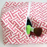 Website with TONS of ideas and instructions for DIY Makeup bags and brush carriers.