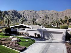 Palm Springs Modern Home. Photo by Thom Watson.