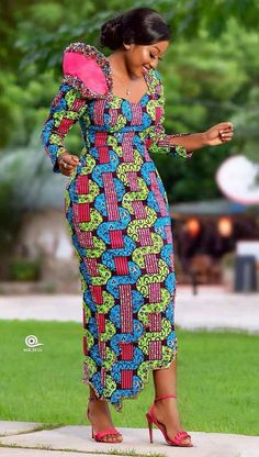 African Traditional Dresses, Latest African Fashion Dresses, African Dresses For Women, African Print Fashion, Africa Fashion, African Attire, Modern African Fashion, African Fashion Designers, African Prints