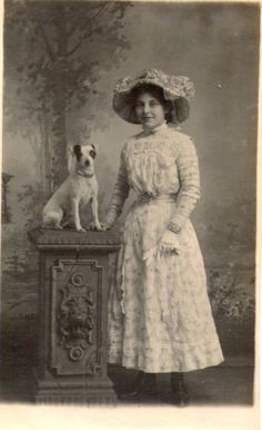 Edwardian lady and Jack Russell Toy Fox Terriers, Terrier Puppies, Jack Russell Puppies, Jack Russell Terrier, Old Pictures, Animal Pictures, Parsons Terrier, Photos With Dog, Pets