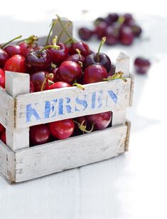 Very cherry: Boxed and beautiful. Red Fruit, Fruit And Veg, Fruits And Vegetables, Cherries Jubilee, Fruit Photography, Sweet Cherries, Summer Fruit, Fruit Trees, Raw Food Recipes