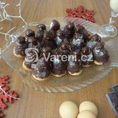 Fotografie receptu: Ořechová vosí hnízda s vaječným koňakem Pudding, Ethnic Recipes, Desserts, Food, Tailgate Desserts, Deserts, Custard Pudding, Essen, Puddings