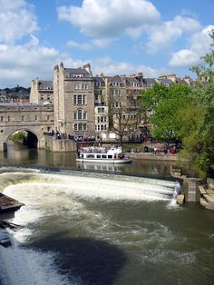 Pulteney Bridge, Bath, England.