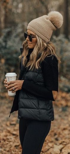 ea5bb8f7bf8 Fashion Trends Accesories - Cold Weather Essentials    fall layers    pom  beanie The signing of jewelry and jewelry Uno de 50 presents its new  fashion and ...