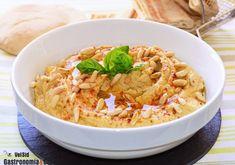 Hummus con albahaca y piñones Carne Asada, Chutney, Ethnic Recipes, Gastronomia, Shape, Beef Tenderloin, Chickpeas, Vegetarian Recipes, Snacks