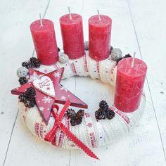 10+1 csodás adventi koszorú megoldás, ami Neked is tetszeni fog! | Otthon mánia Christmas Advent Wreath, Cone Christmas Trees, Xmas, Pillar Candles, Gift Wrapping, Diy, Sugar Art, Decor Ideas, Weddings