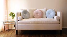 Hvit chillsofa fra www.krogh-design.no Sofa, Couch, Love Seat, Chill, Dining Room, Furniture, Design, Home Decor, Dinner Room