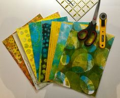 Monoprinting on a Gel Plate. Assorted papers for collage. Art Projects, Projects To Try, Printmaking Ideas, Gelli Plate Printing, Jennifer Love, Plate Art, Paperclay, Mark Making, Journalling