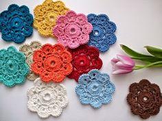 15 Simple And Beautiful Crochet DIY Craft Ideas In The Maybelle Crochet Flower Design Crochet Diy, Beau Crochet, Crochet Mignon, Crochet Simple, Crochet Puff Flower, Beginner Crochet Projects, Crochet Flower Tutorial, Crochet Flower Patterns, Crochet Motif