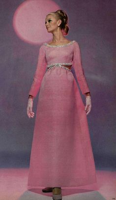 Pink evening gown by Balenciaga, 1968 vintage fashion 1969 Fashion, Sixties Fashion, Retro Fashion, Vintage Fashion, French Fashion, Vintage Outfits, Vintage Gowns, Vintage Mode, 70s Mode