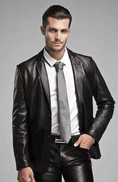 """Yay, that particular moment when leather on a guy makes him look handsome, not a """"pretty cutie mimimi"""""""