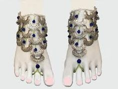 indian silver foot jewellery - not keen on the green though!