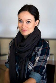 Olivia Wilde, scarf
