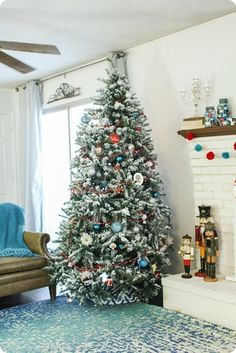 DIY flocked Christmas tree - turn any old Christmas tree into a beautiful snowy masterpiece. Flocked Christmas Trees, Old Christmas, Beautiful Christmas, Christmas Tree Decorations, Christmas Holidays, Christmas Crafts, December Holidays, Celebrating Christmas, Winter Decorations