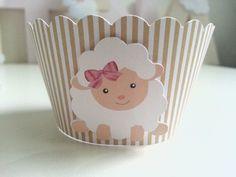 Forminha para cupcake feita com papel 180gr e aplique de papel ovelhinha.