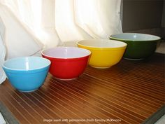 pyrex solid color bowls - 4 color Primary set that has a yellow 403 and an olive green 404 bowl. From Pyrexlove.com