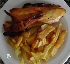 Pollo asado crujiente con patatas fritas, una receta de pollo muy fácil y que gustará a toda la familia! Un clásico!